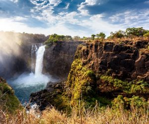 bigstock-The-Victoria-Falls-With-Dramat-113894717 (850 x 567)